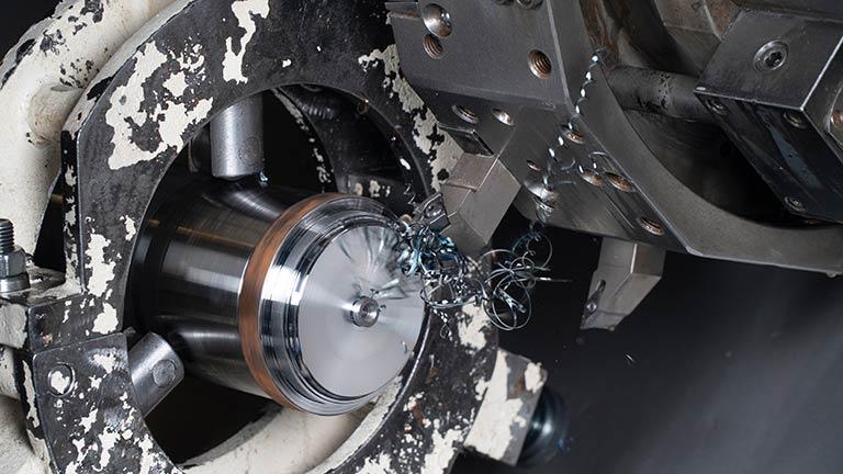 旋削加工とは|旋削加工の種類と、旋削で使われる「バイト」についてかんたん解説