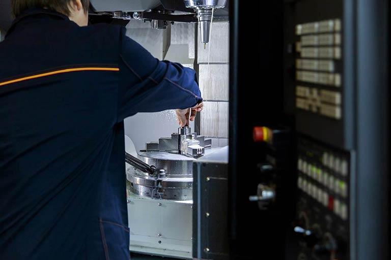 加工現場で活躍している「NC工作機械」まとめ