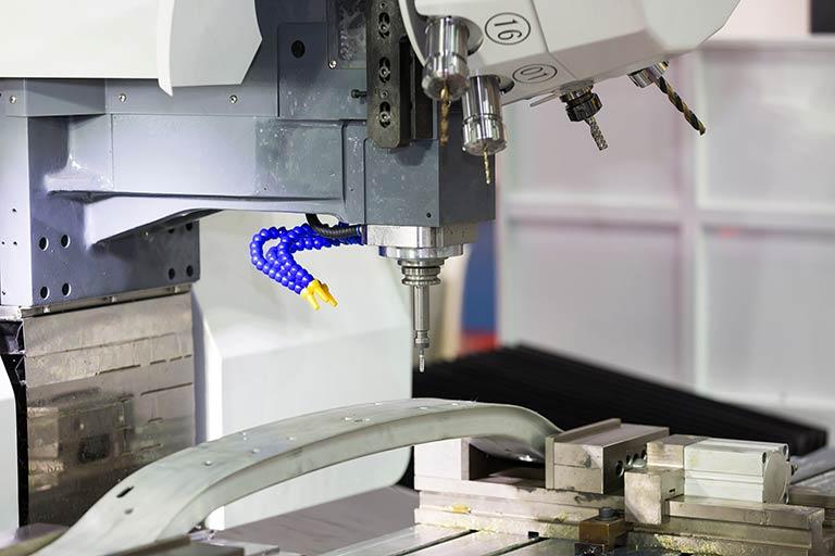 穴あけ加工とは|穴あけ加工の種類と、穴あけで使われるドリル・タップ・リーマをかんたん解説