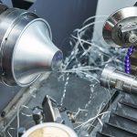 スピニング加工とは|スピニング加工・ヘラ絞りの違いと「NCスピニングマシン」を解説