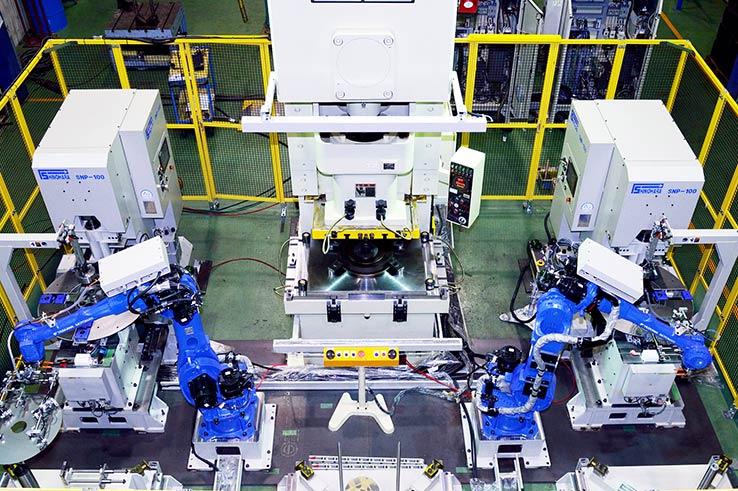 プレス機械とは|油圧プレスからサーボプレスまで、プレス機械の種類を解説