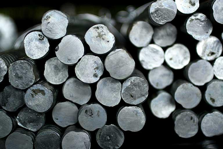 金属材料とは|金属材料の種類と「鉄鋼」「非鉄金属」の違い、快削材・難削材を解説