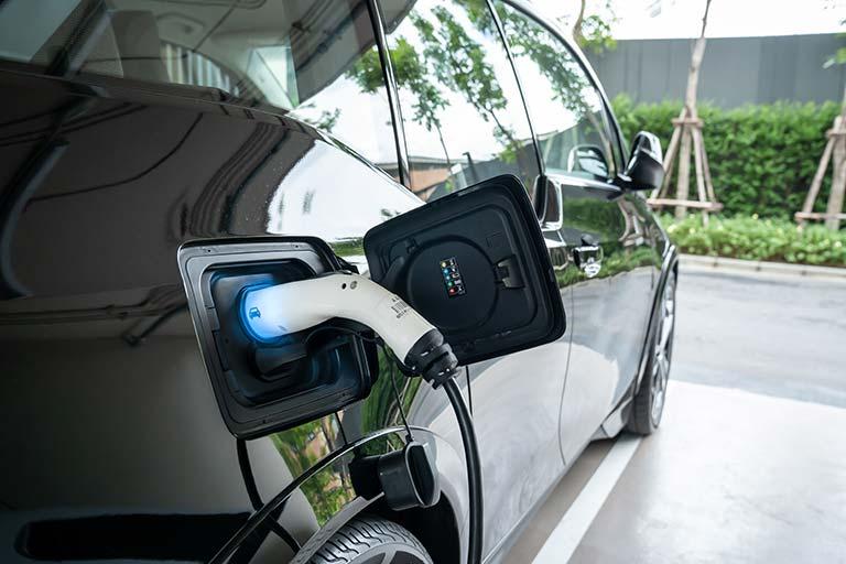 EV技術と工作機械|電気自動車(EV)で活用される「工作機械」と、EV開発技術展について紹介