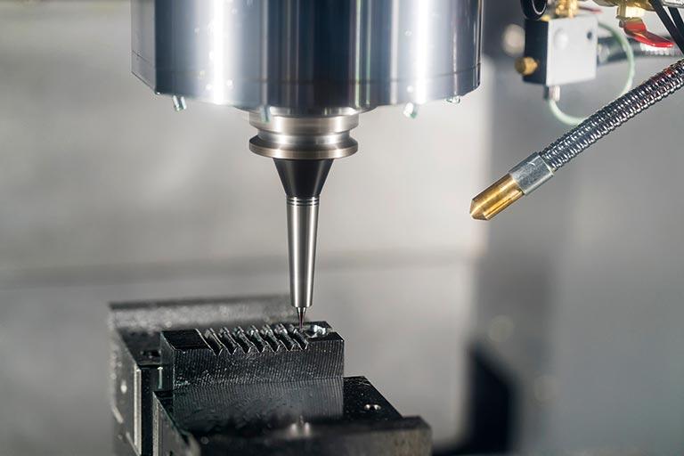 微細加工機とは|微細加工機とミクロンオーダーの微細加工例、代表的なメーカーを解説