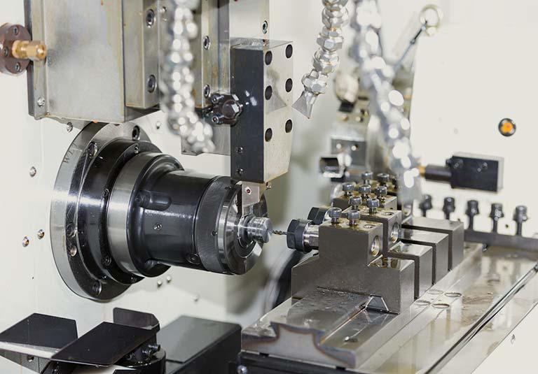 CNC自動旋盤とは|精密加工で使われるCNC自動旋盤のメリットを解説